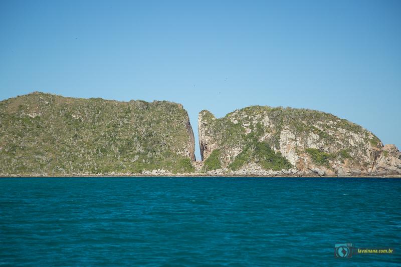 Passeio de barco em Arraial do Cabo - RJ - Fenda da Nossa Senhora